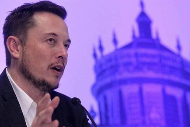 Elon Musk Kolları Sıvadı!